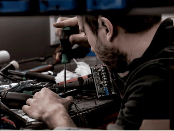 Electric controls fabricando j
